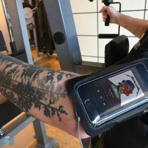 Artwizz SportsBand Flex mit iPhone SE