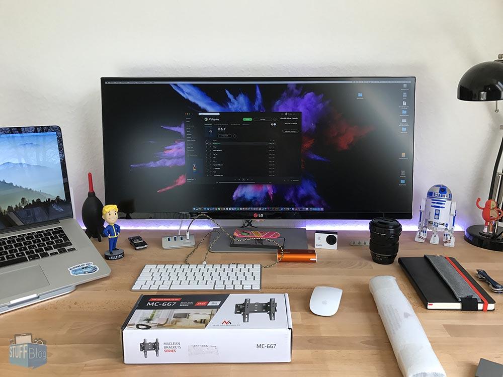 Monitor mit Standfuß